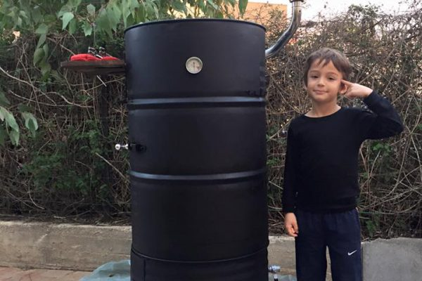 behold-the-jd-smoker-a-huge-bbq-smoker-out-of-2-barrels (13)